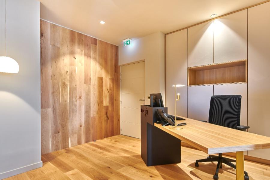 Carré Chroma - L'espace bois... - BIARRITZ Création d'un cabinet d'avocats. La continuité du bois, sa noblesse et sa douceur.