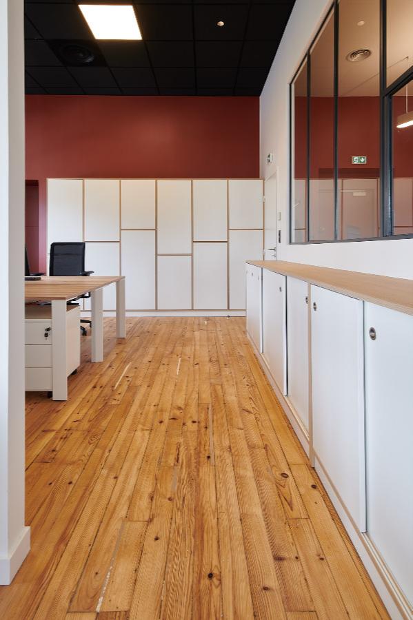 Carré Chroma - Rangements... BAYONNE Rénovation de 200 m² de bureaux Linéaires parquets et agencements sur-mesure